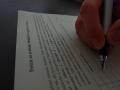10_FOTO_ruka-podpisuje